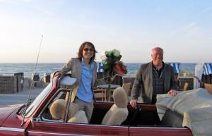 Ankunft mit Applaus: Wahlsiegerin Hatice Kara und Peter Ninnemann (SPD)
