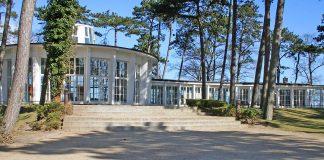 Denkmal mit Tradition: Die Timmendorfer Trinkkurhalle erinnert an die Zeit, als Timmendorfer Strand zum ersten Mal als Ostseebad erwähnt wurde. Das war 1951. Heute steht sie unter Denkmalschutz.