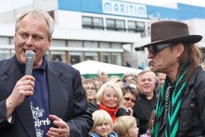 Seinen letzten vielbeachteten Auftritt hatte der Tourismusdirektor bei der Enthüllung der Udo Lindenberg-Skulptur am Strand (hier mit Lindenberg-Doppelgänger)