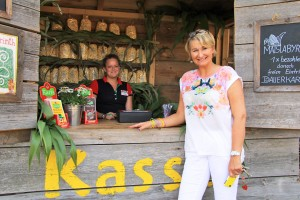 """""""Hier kann man sich meisterlich verirren"""", verspricht Ulrike Dahl vor Karls Maislabyrinth"""