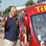 """Gerhard Kockel brachte die Timmendorfer Presse-Crew mit Elektromobil """"Timmi"""" zum Ziel"""