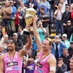 Beachvolleyballsieger 2012: Vor 60 000 Zuschauern holten sich Jonathan Erdmann und Kay Matysik den Pokal