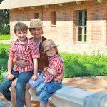 Besuch von nebenan: Ulrike Dahl mit ihren Söhnen Mikka (links) und Liam
