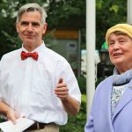 Förderverein-Vorsitzender Peter Reinhard begrüßte Gründungsmitglied und Chronistin Gertrud Kummer