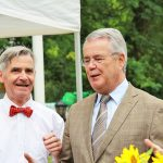 Ex-Bürgermeister Ulrich Rüder (re) kam als stellvertretender Landrat, um den aufrechten Klingbergern zu gratulieren