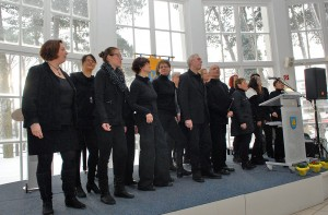 Der Gospelchor der Timmendorfer Waldkirche begrüßte stimmgewaltig die rund 300 Gäste