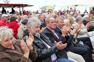 Zahlreiche Ehrengäste kamen zur offiziellen Eröffnung und spendeten den Rednern kräftigen Applaus