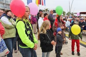 Einige hundert Besucher aus Niendorf und Umgebung sowie viele Urlauber kamen zur Eröffnung in Niendorf