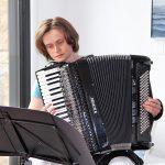 """Antje Lorenz spielte auf den Akkoredeon """"La Mer"""" und andere Chansons"""