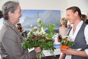 Zahlreiche Besucher, darunter viel Ortsprominenz, gratulierten Michael Weigel zur Galerie-Eröffnung