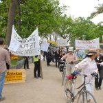Großer Aufmarsch auf der Timmendorfer Promenade: der Besuch des Bahnchefs war Anlass zum Protest