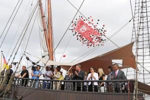 """Traditioneller Auftakt mit dem Traditionsschiff """"Lisa von Lübeck"""" (Foto: Christian Beeck, © www.segel-bilder.de)"""