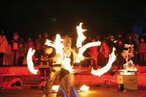 Am Samstag, den 14. Dezember, wird es feurig und heiß bei der Ice-Fire-Show