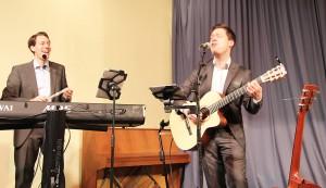 """Das Duo """"Stay Tuned"""" unterhielt die Gäste mit softer Musik"""