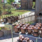 Der noch viel größere Bauernmarkt bietet etliche schöne Dinge für Haus und Garten