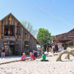 Plantschen, rutschen, im Sand spielen: Ein Paradies für Kids