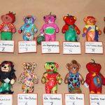Das sind nur einige der von vielen Kindern fantasievoll bemalten Erdbären, die hier auch prämiert werden