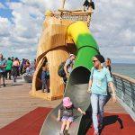 Abenteuerspielplatz mit Röhren-Rutsche: Attraktion für die Kids