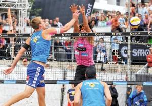 Spannende Szenen am Netz bei den Deutschen Beachvolleyball-Meisterschaften 2014