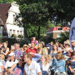 Spannung und Begeisterung im Publikum: tausend Handys werden gezückt, alles fotografiert