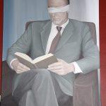 """""""Der Leser"""" im Raucherzimmer hat verbundene Augen (von Roland Peeters)"""