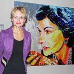 Porträts im Mega-Forma: Enke-Cäcilie Jansson mit einem Coco Chanel-Porträt