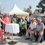 Mit feinen Fisch-Häppchen und Getränken wird das Novum im Hafen gefeiert