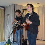Alexander und Michel vom OGT ernteten tosenden Beifall für ihre schwungvolle Gitarren-Performance