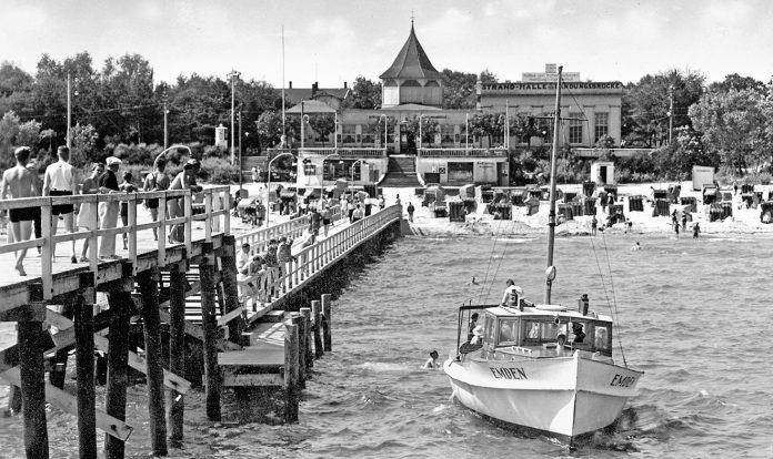 So sah es in den 1930er Jahren aus: Timmendorfs Seebrücke mit der
