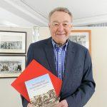 """Der Germanist und begeisterte Archivar alter Timmendorf-Fotos Heiner Herde hat eine """"Zeitreise in Bildern"""" als Buch zusammengestellt"""