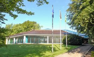 Das Kurmittelhaus in Tiommendorfer Strand steht schon lange leer. Nun soll es in ein Kunsthaus umgewandelt werden