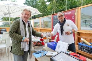 """""""Das ist eine spontane Sommerparty"""", freuen sich Steffen Lowag (li) und Bert Flaig"""