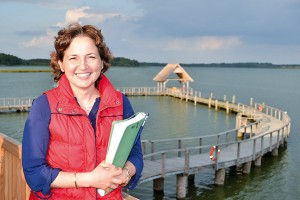 Bürgermeisterin Hatice Kara begeistert die Besucher mit ihren Führungen auf der Baustelle am See (Foto: Kartin Gehrke)