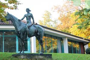 """Skulptur aus der Gründerzeit: """"Amazone"""" vor dem Kurmittelhaus"""