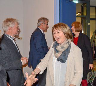 Unter den zahlreichen Gästen waren auch die Landtagsabgeordnete Sandra Redmann (SPD, vorne) sowie Bettina Hagedorn, SPD-Vertreterin im Bundestag. Foto: AB