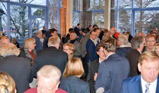 Großer Andrang beim Scharbeutzer Neujahrsempfang. Zu den Gästen zählte auch Ingo Gaedechens, CDU-Vertreter aus Ostholstein im Bundestag (ganz rechts) Foto: AB