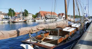 Der Neustädter Hafen bietet die richtige Kulisse für den höchsten Genuss an der Ostseeküste: Neustadt feiert den Fischbrötchentag
