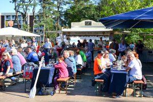 Köstlicher Wein und gute Stimmung beim Weinfest im Scharbeutzer Kurpark (Foto: Katrin Gehrke)