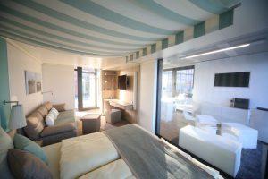Die Kabine zeigt Komfort wie im eleganten Living-Room
