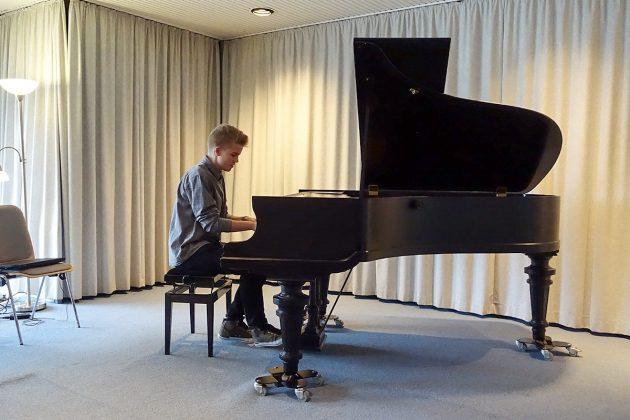 Leonard Schwerdtfeger aus Klingberg begeisterte mit hervorragenden Klavierspiel