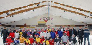 """""""Timmendorf ohne Eishockey - das geht nicht!"""" Da sind sich die Spieler, Trainer und etliche Timmendorfer einig. (Foto: Susanne Dittmann)"""