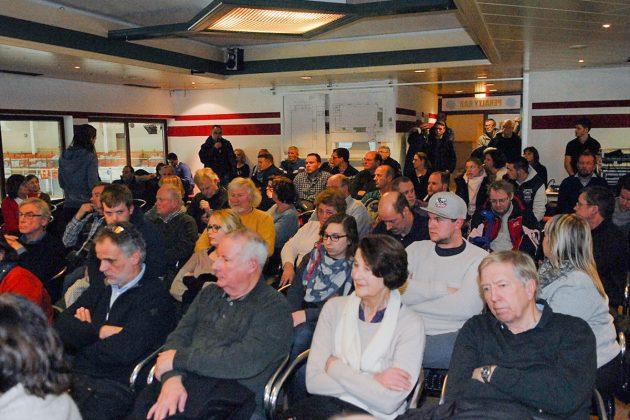 Rappelvoll war das Café im ETC bei der Informationsveranstaltung (Foto: Susanne Dittmann)