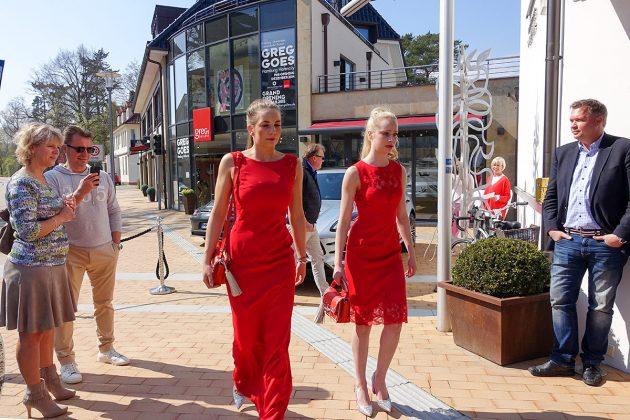 Ladies in Red: Trendige Kleider aus berühmter Designer-Werkstatt