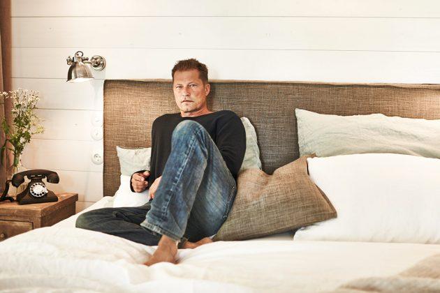 til schweiger er ffnet sein barefoot hotel in timmendorfer. Black Bedroom Furniture Sets. Home Design Ideas