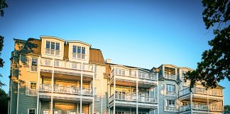 Neue Hotel Fassade aus pulverisiertem Zement (Holzoptik) © barefoot Hotel Nikolaj Georgiew