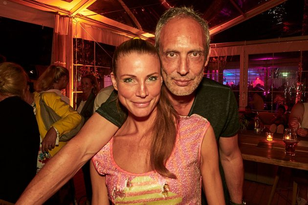 Fotograf Bob Leinders mit Partygast © barefoot Hotel Bob Leinders