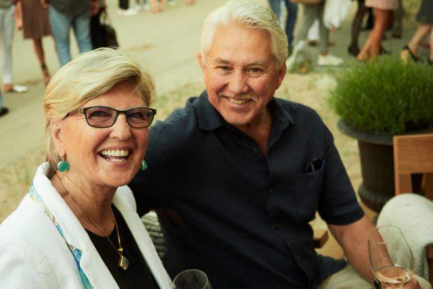 Schwiegerletern bei der Party: Joyce und John Carlsen (Eltern Dana Schweiger) ©barefoot Hotel Bob Leinders