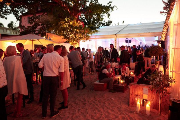 Opening Party im Beachbereich © barefoot Hotel Bob Leinders