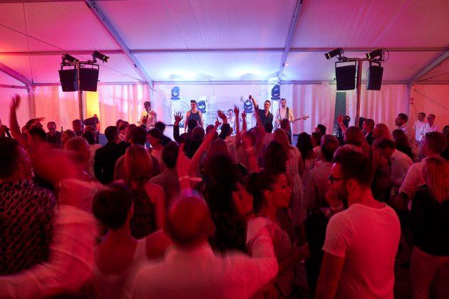 Partymood mit der Band Cosmopauli © barefoot Hotel Bob Leinders