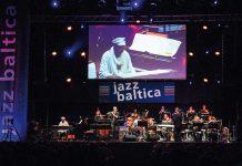 Open Air oder - wie hier - in der Evers-Werft: Die Jazzmusiker begeistern mit exzellentem Sound ihr Publikum